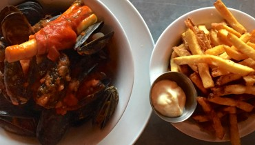 AWESOME THING WE ATE #951 | Tucking Into Escapist Moules Frites @ Bistro Wagon Rouge