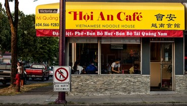 NEVER HEARD OF IT | Eating Noodles Soaked In Awesome At Hoi An Cafe On Victoria Drive