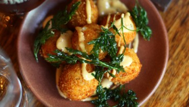 AWESOME THING WE ATE #961 | Chambar's Applewood-Smoked Cheddar Croquette x Six