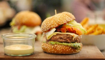 AWESOME THING WE ATE #967 | Chef Juno Kim's Cheeseburger Masterpiece At 33 Acres
