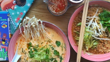 AWESOME THING WE ATE #968 | Hot & Sour Tom Kha Noodle Soup At Chinatown's Fat Mao