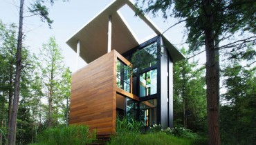 SPACED | Quebec Sculptor's Tower House Set In The Conifers Would Suit Tofitian Seclusion
