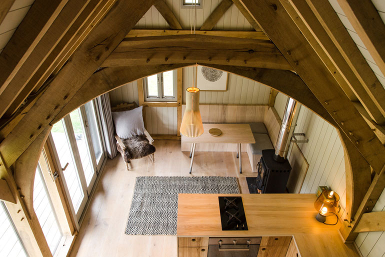 oak-cabin-out-the-valley-architecture-residential_dezeen_2364_col_3